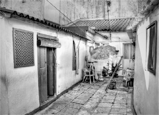 patio-vecinos-calle-oviedo_1139896315_69087856_1413x1024 (2)