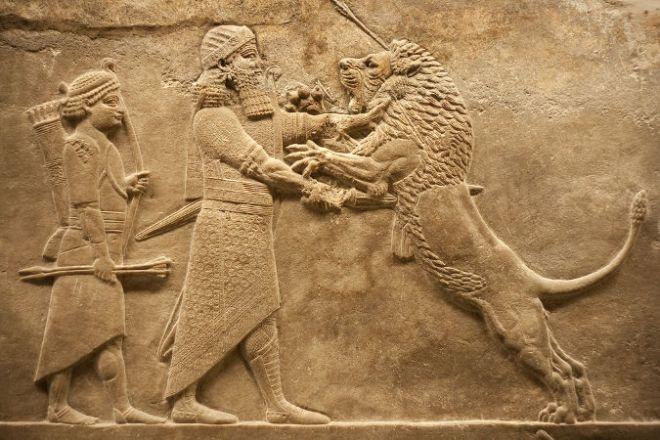 guerreiros-assirios-retratados-em-escultura-em-relevo-55fc5eab027f4.jpg